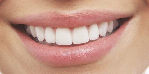 मोतियों जैसे चमकते सफेद दांत आपकी सुंदरता और व्यक्तित्व में चार चांद लगा देते हैं। दिन में दो बार ब्रश और उचित साफ-सफाई से दांत मोतियों से चमकदार और मजबूत बने रहते हैं। गुटका, पान, तंबाकू, सिगरेट, शराब आदि दांतों की चमक तो समाप्त कर ही देते हैं, इनकी जड़ों को भी कमजोर करते हैं। […]
